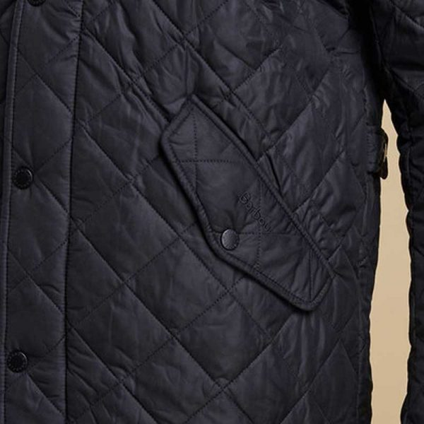barbour-chelsea-sports-quilt-jacket-black-pocket-detail